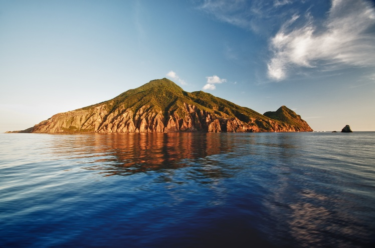 Image of Saba taken from the Dawn 2 ferry.